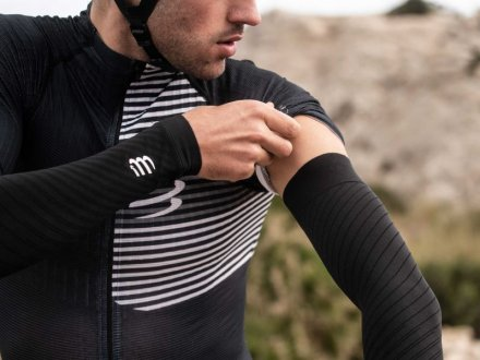 COMPRESSPORT ARMFORCE ULTRALIGHT Black