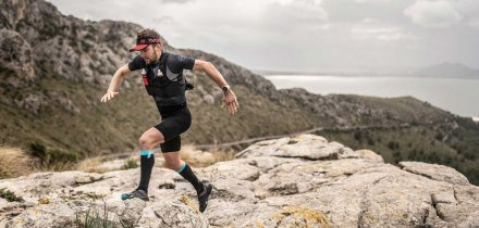 COMPRESSPORT TRAIL POSTURAL SS TOP black